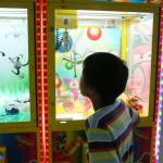 Игровой автомат Кран-машина Хватай-ка с лузой